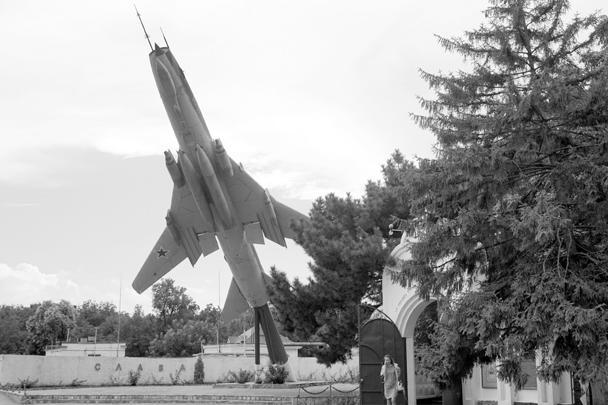 Главный вход в Краснодарское высшее военное авиационное училище летчиков