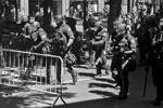 В Портленде полиция применила светошумовые гранаты для разгона сторонников и противников президента США Дональда Трампа. Основные события развернулись в центре города, где собрались члены патриотической организации Patriot Prayer, поддерживающие главу Белого дома, и сторонники антифашистских объединений, несогласные с Трампом (фото: )