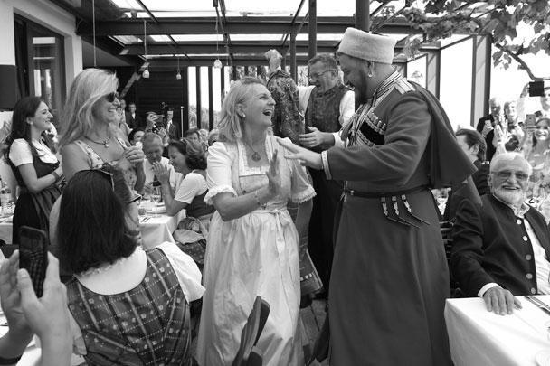 В свадебном торжестве приняли участие кубанские казаки, это был подарок Владимира Путина