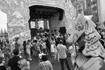 """Те, кто решил праздновать День города на улице Охотный Ряд, могли погрузиться в атмосферу фестиваля «Добрая Москва 871» (фото: Михаил Воскресенский/РИА """"Новости"""")"""
