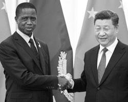 Президент Замбии Эдгар Лунгу и председатель КНР Си Дзиньпин (фото:Nicolas Asfouri/Reuters)