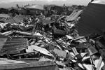 Разрушены жилые постройки, школы, больницы.  После основного удара, произошедшего 27 сентября, в течение почти двух суток было зафиксировано около 170 повторных толчков (фото: Antara Foto/Darwin Fatir/Reuters )
