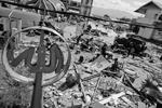 Евросоюз выделил 30 сентября Индонезии экстренную помощь в размере 1,5 млн евро на восстановление. Ранее Еврокомиссия сообщила, что предоставила властям Индонезии доступ к спутниковым картам Европейской чрезвычайной службы Copernicus для оценки ущерба (фото: MAST IRHAM/EPA/ТАСС)