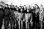 После возложения цветов к памятнику Кузьме Минину и Дмитрию Пожарскому на Красной площади Путин кратко пообщался с представителями молодежных и волонтерских организаций (фото: kremlin.ru)