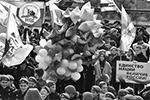 Владивосток. Участники праздничного митинга в День народного единства на центральной площади города (фото: Юрий Смитюк/ТАСС)