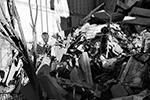 Только за последние сутки с места было вывезено более 50 самосвалов мусора общим объемом почти 800 кубометров (фото: МЧС РФ)