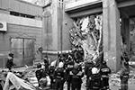 Спасатели работают под постоянной угрозой обрушения (фото: МЧС РФ)