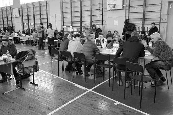 Мэр Магнитогорска Сергей Бердников (крайний справа) ведет прием
