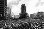 Накануне в столице собрались огромные манифестации против политики Мадуро. Помимо Каракаса, массовые акции протеста происходят в штатах Баринас, Амасонас, Боливар, Тачира, Португеса и других регионах страны (фото: Cristian Hernandez/EPA/ТАСС)