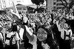 В столице Филиппин тысячи школьниц, студенток и даже монахинь танцуют в рамках акции «Нас миллиард», приуроченной к Дню святого Валентина. Миллиард – именно столько женщин, по статистике, подвергается избиениям и насилию в мире (фото: Eloisa Lopez/Reuters)