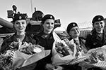 Внештатный женский экипаж танка Т-80 во время празднования Дня танкиста в отдельной мотострелковой бригаде Северного флота России (фото: Лев Федосеев/ТАСС)