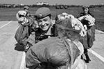 Женщины-военнослужащие Воздушно-десантных войск на праздновании Дня ВДВ в 83-й отдельной гвардейской десантно-штурмовой бригаде в Уссурийске (фото: Дмитрий Виноградов/РИА Новости)