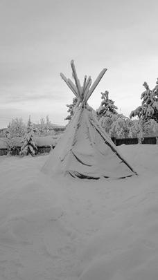 Традиционные жилища саамов тоже могут быть туристической достопримечательностью