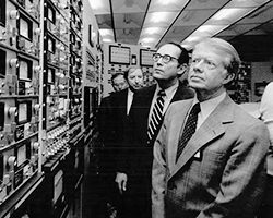 Джимми Картер во время визита на АЭС Три-Майл-Айленд