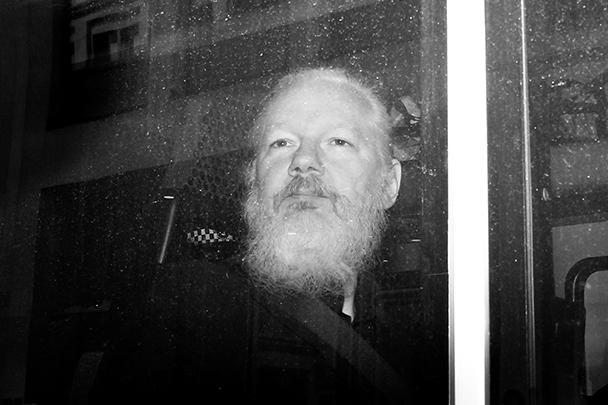 Эквадор принял решение отказать в убежище основателю WikiLeaks Джулиану Ассанжу, он арестован британской полицией