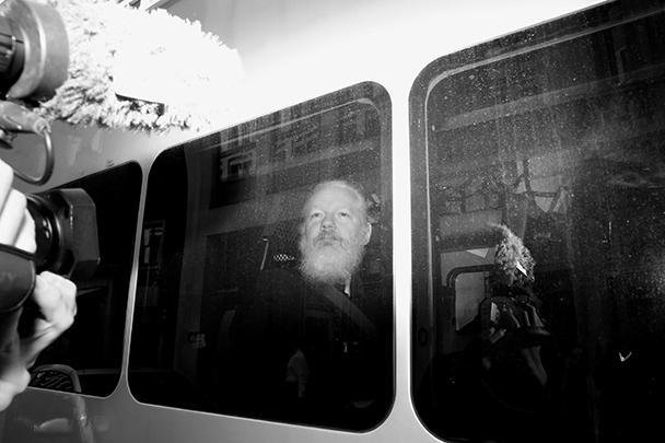 Assange, 47 ans, a été arrêté jeudi à l'ambassade d'Équateur sur un mandat d'arrêt délivré le 29 juin 2012 pour ne pas avoir comparu devant le tribunal.  Assange a passé près de sept ans en détention volontaire