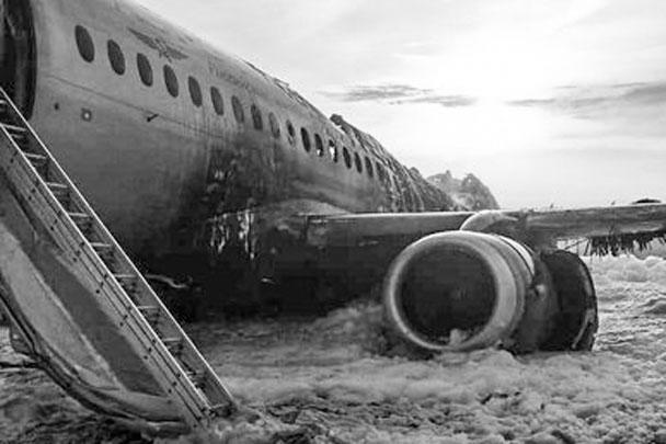 Для выяснения причин аварийной посадки создана спецкомиссия. Рассматриваются несколько возможных версий