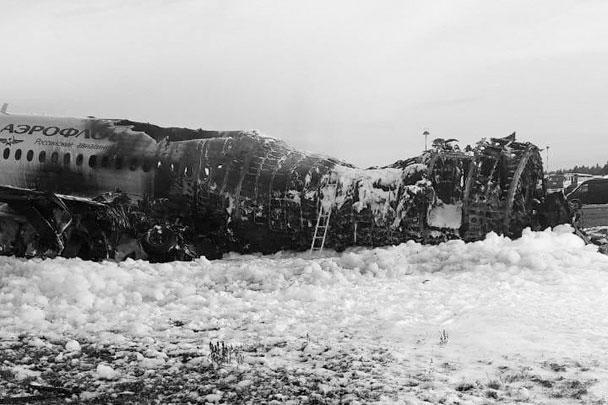 Из 78 человек, находившихся на борту самолета, следовавшего из Москвы в Мурманск, выжили 37: в том числе четыре члена экипажа из пяти и 33 пассажира