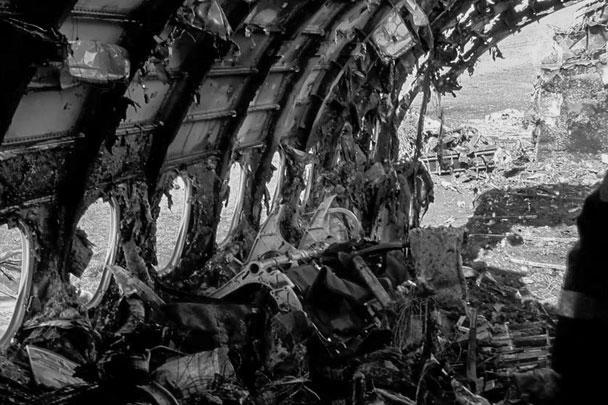 Следственный комитет показал, как выглядит сгоревший самолет изнутри