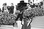 Певица Жанель Монэ предстала перед камерами в оригинальном и ярком платье от Christian Siriano (фото: Andrew Kelly/Reuters)