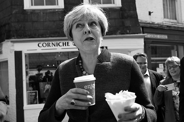 Во время избирательной кампании в мае 2017 года Тереза Мэй активно демонстрировала всем, что близка с народом и не брезгует фастфудом