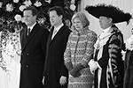 В 2015 году Тереза Мэй в должности министра внутренних дел находилась в составе официальной делегации во главе с премьером Дэвидом Кэмероном (первый слева) на встрече с тогдашним мексиканским лидером Энрике Пеньей Ньето. Фотографы запечатлели Мэй с выразительной гримасой на лице (фото: Leon Neal/Pool/Reuters)