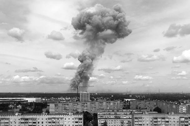 В результате взрыва одно из зданий завода полностью разрушено