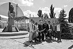 После выхода мини-сериала HBO «Чернобыль» поток туристов в Чернобыльскую зону отчуждения вырос в разы. В город возят целые экскурсии, а в соцсетях можно найти тысячи фотографий посетителей Зоны (фото: Стрингер/РИА «Новости»)