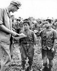 Дети-солдаты были нормальным явлением для проигрывающей войну Японии, но на Окинаве их было особенно много (фото: Public domain)