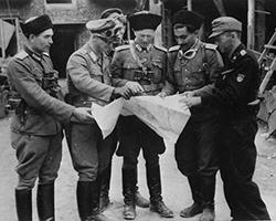 Советские коллаборационисты в Варшаве. В центре командующий - оберштурмбаннфюрер СС Иван Фролов (фото: общественное достояние)