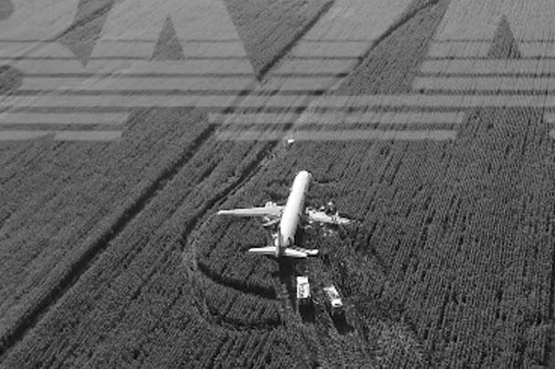 Общий налет 41-летнего Дамира Юсупова, командира воздушного судна, превышает три тысячи часов. Второму пилоту самолета Георгию Мурзину 23 года, его общий налет составляет 600 часов