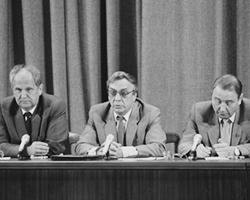 Все было обречено с того момента, когда советские люди увидели по телевидению дрожащие руки Янаева (фото: Владимир Родионов/РИА Новости)