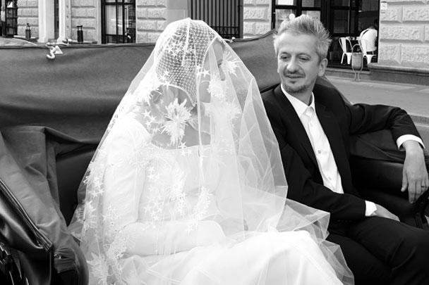 После венчания молодожены отправились кататься по Москве