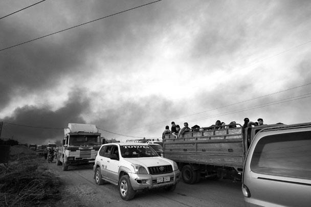 Жители спешно покидают осажденный турецкими войсками город Рас-эль-Айн. Военная операция Турции в Сирии угрожает ЕС новым кризисом беженцев, опасаются европейские политики
