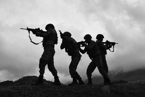 Подразделения спецназа продвигаются вглубь сирийской территории, сообщило агентство Anadolu со ссылкой на данные минобороны Турции