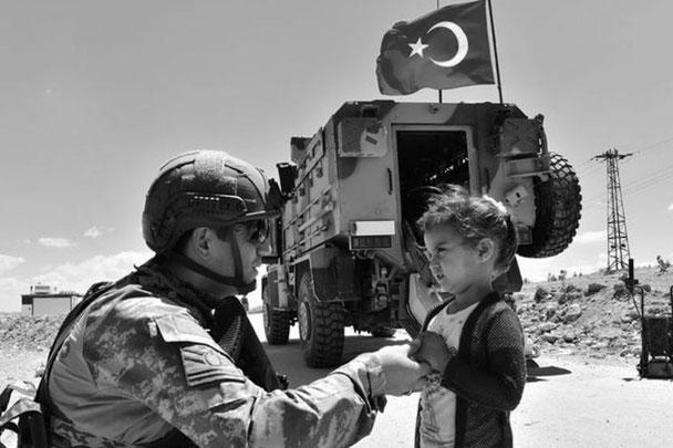 Турецкая армия идет с миром, главной целью операции является борьба с террористами ИГ и курдскими ополченцами, Анкара уважает территориальную целостность Сирии – такова официальная позиция президента Эрдогана и военного руководства Турции. Тем не менее США – союзник Турции по НАТО – не считают турецкую операцию миротворческой. Трамп раскритиковал вторжение Турции и даже пообещал «разрушить» турецкую экономику