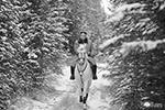Ким Чен Ыну пришлось проехать «по лесной партизанской тропе» по первому снегу. Эти места имеют сакральное значение для северокорейцев – отсюда первый из вождей Ким Ир Сен повел борьбу против японских оккупантов, которая потом сменилась борьбой с американцами и их «сеульскими марионетками» (фото: KCNA/Reuters)