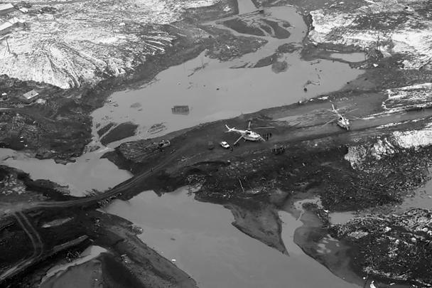 Место прорыва технологической дамбы на реке Сейба. Экспертам предстоит установить причины разрушения. По предварительным данным, дамба строилась с нарушениями