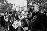 Одно из интереснейших мероприятий прошло в Симферополе, где горожане продемонстрировали народные костюмы всех национальностей, проживающих в Крыму  (фото: Сергей Мальгавко/ТАСС)