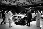 Показывают в Дубае и рядовые новинки, которые продаются или будут продаваться во всем мире. Как новый Land Rover Defender (фото: EPA/ALI HAIDER/ТАСС)
