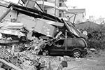 Самый большой ущерб, по заявлениям властей, получили здания в Дурресе, втором по величине городе страны (фото: Hektor Pustina/AP/ТАСС)