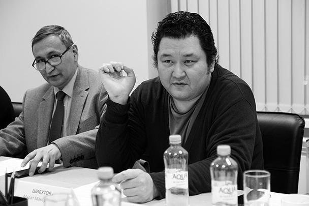 Советник по политическим вопросам Посольства Узбекистана в России Закир Заитов и политолог Марат Шибутов (слева направо)