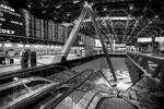 Здание аэровокзала насчитывает семь этажей. С Южным комплексом, который включает в себя терминалы D, E и F, Северный связывает подземный поезд на канатной тяге (фото: Марина Лысцева/ТАСС)