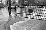 Повреждены оказались около 2 тысяч строений. Уровень воды в реке достиг 11,2 метра – это наибольший показатель с 1983 года (фото: Rogelio V. Solis/AP/ТАСС)