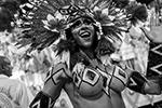 Ежегодное состязание лучших школ самбы проходит в крупнейшем городе Бразилии – Рио-де-Жанейро. В этом году участники знаменитого карнавала выбрали нарочито аполитичные костюмы – в шествии были и русалки, и ковбои, и даже животные. Так танцоры отреагировали на противоречивую политику президента страны Жаира Болсонару (фото: Antonio Lacerda/EPA/ТАСС)