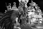 Свои нынешние черты бразильский карнавал приобрел в середине 30-х годов XX века, когда популярность в стране приобрела самба (фото: Leo Correa/AP/ТАСС)
