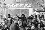 Толпы беженцев из Турции, общее число которых оценивается в 100 тысяч, начали прорыв в Грецию – после того, как Анкара открыла свою границу. Все как в 2015 году. Но тогда греческие пограничники всех пускали, теперь же – открыли огонь. Есть и первая жертва – пограничники застрелили сирийца(фото: Can Ozer/Global Look Press)