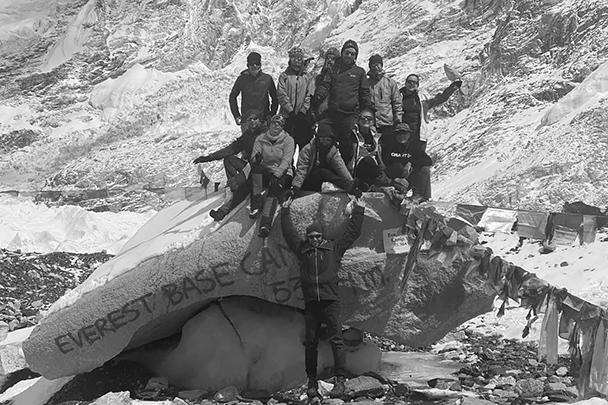 Группа российских альпинистов, оказавшихся запертыми в Катманду