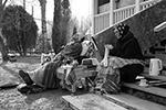 Пара изобразила пожилую барыню и её служанку-наперсницу с картины Василия Максимова «Всё в прошлом» (фото: Алексей Романов)