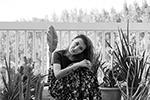 «Знаменитая картина Васнецова «Алёнушка». Очень жаль девушку, которая позировала – поза крайне неудобная, и скопировать ее 100% не получилось. Был задействован балкон и все мои растения. Долго думала, делать речку или нет, решила балкон все-таки не заливать», – рассказала автор фото (фото: Olga Lobanova)